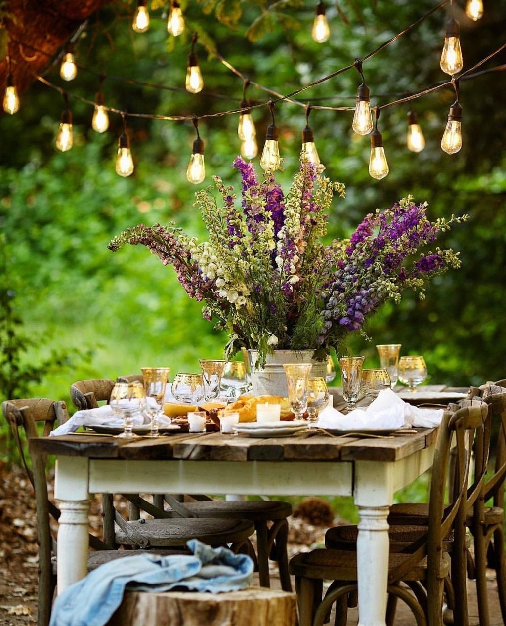 Unique Outdoor Valentine Decor Ideas 38