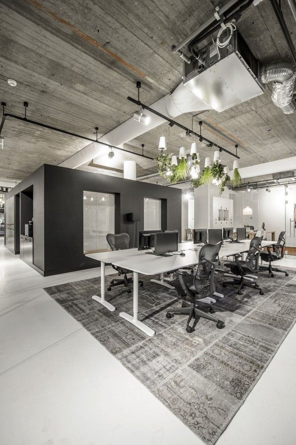 Magnificient Industrial Office Design Ideas 37