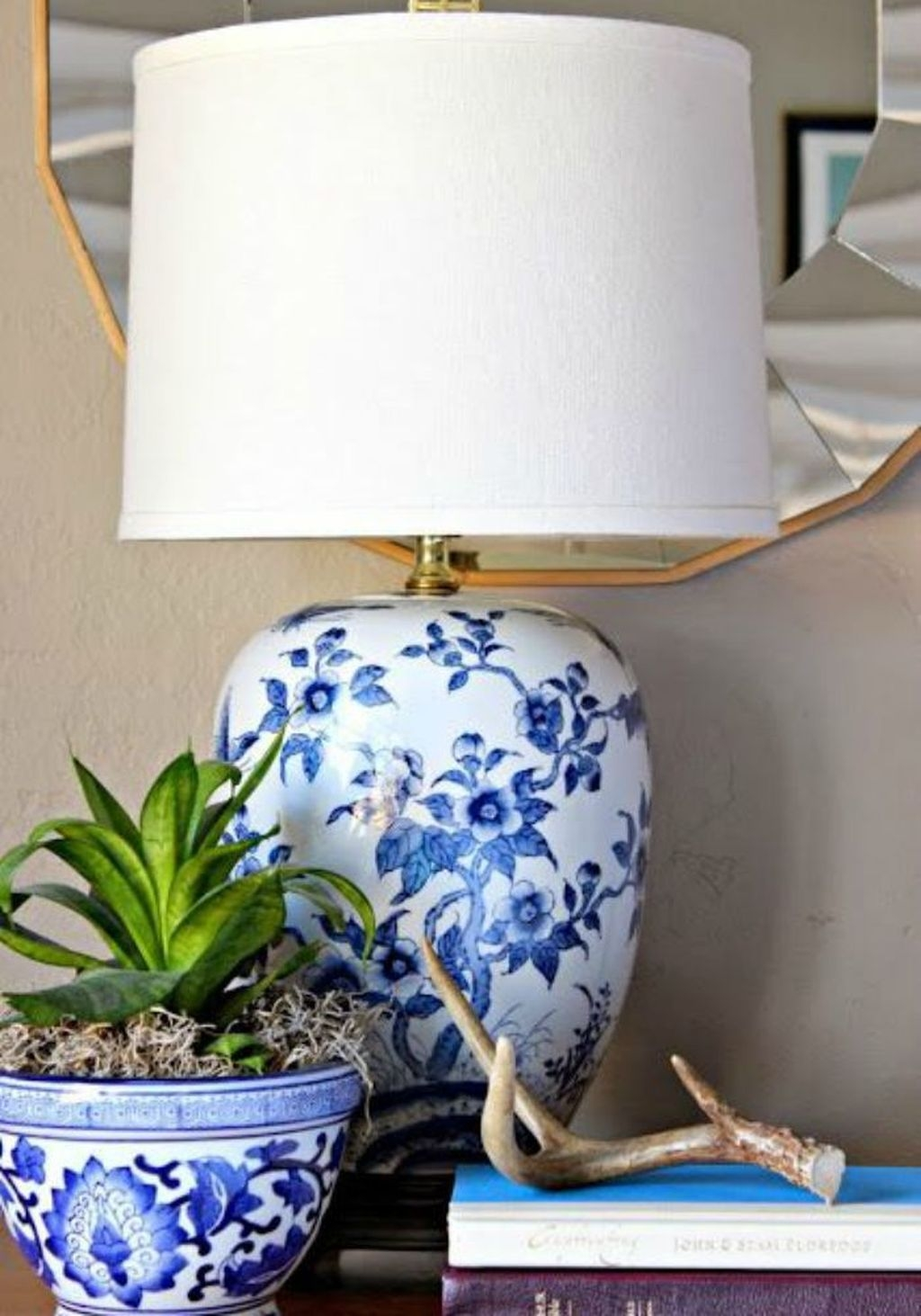 Fancy Living Room Decor Ideas With Ginger Jar Lamps 03