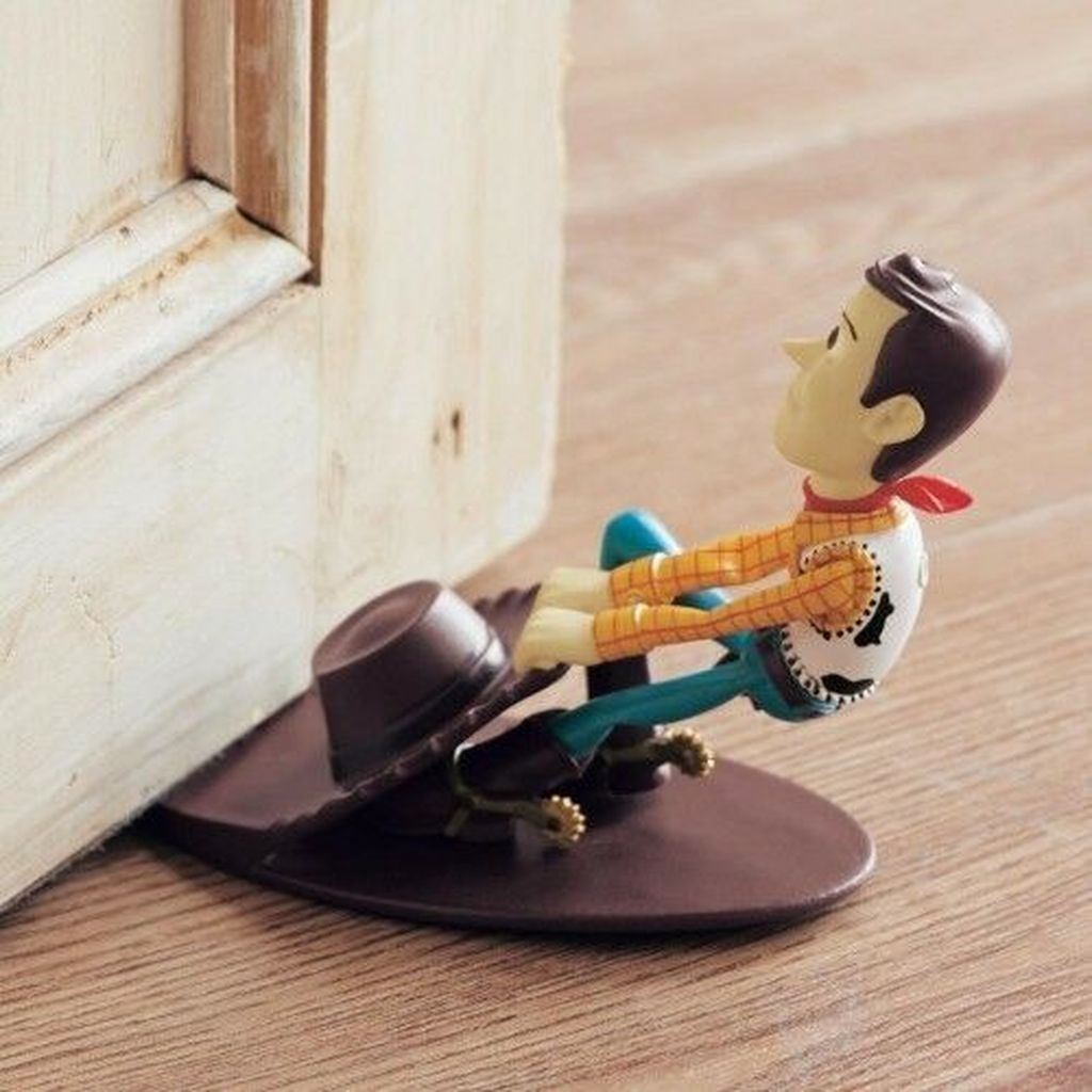 Adorable Disney Room Design Ideas For Your Childrens Room 25