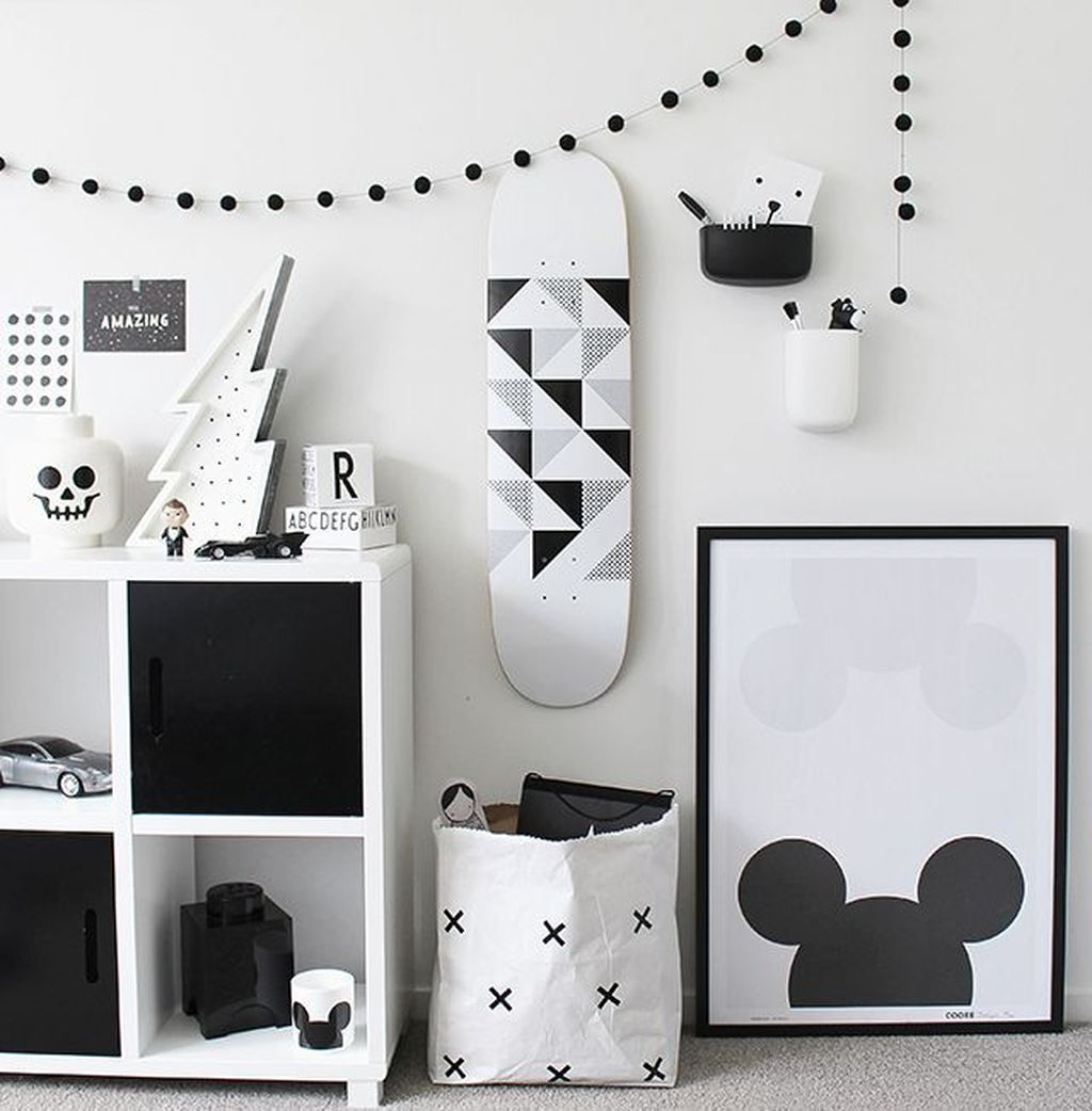 Adorable Disney Room Design Ideas For Your Childrens Room 27